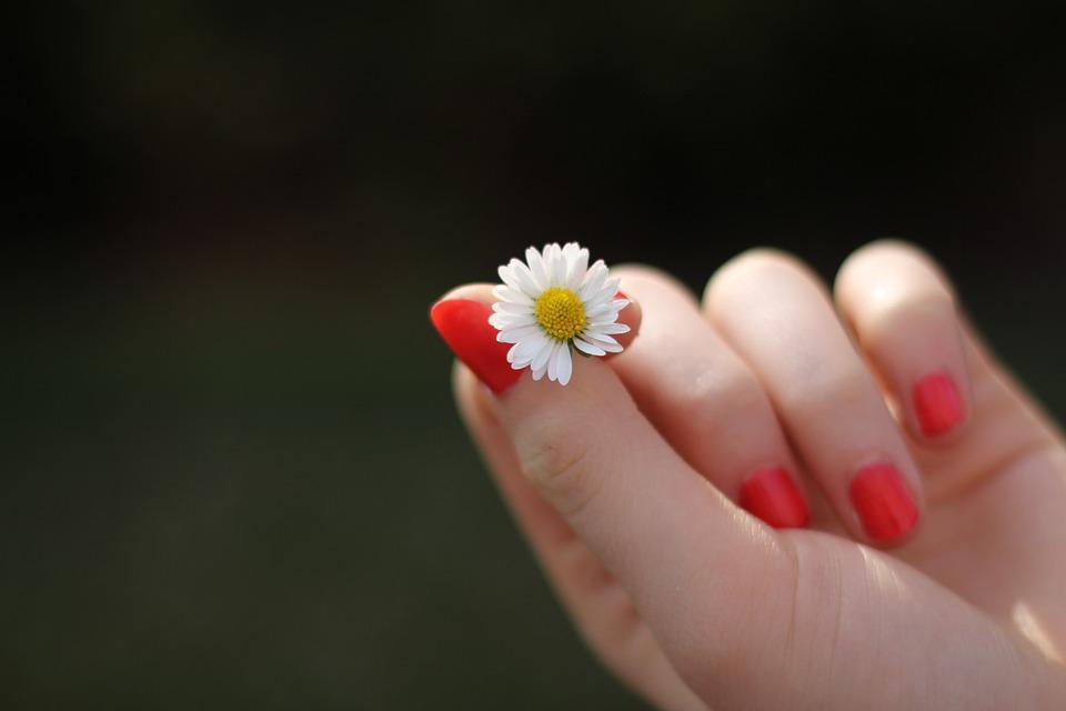 Zrychlete růst nehtů díky kolagenu